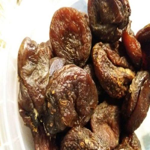 Sauleje dziovinti abrikosai